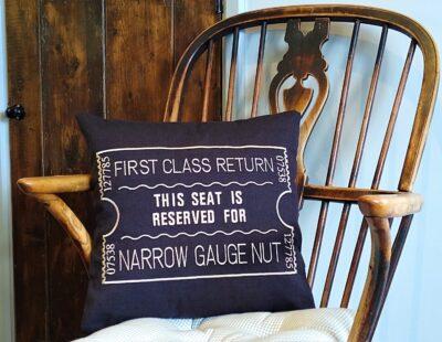 Giftshop Black Narrow gauge nut scatter cushion