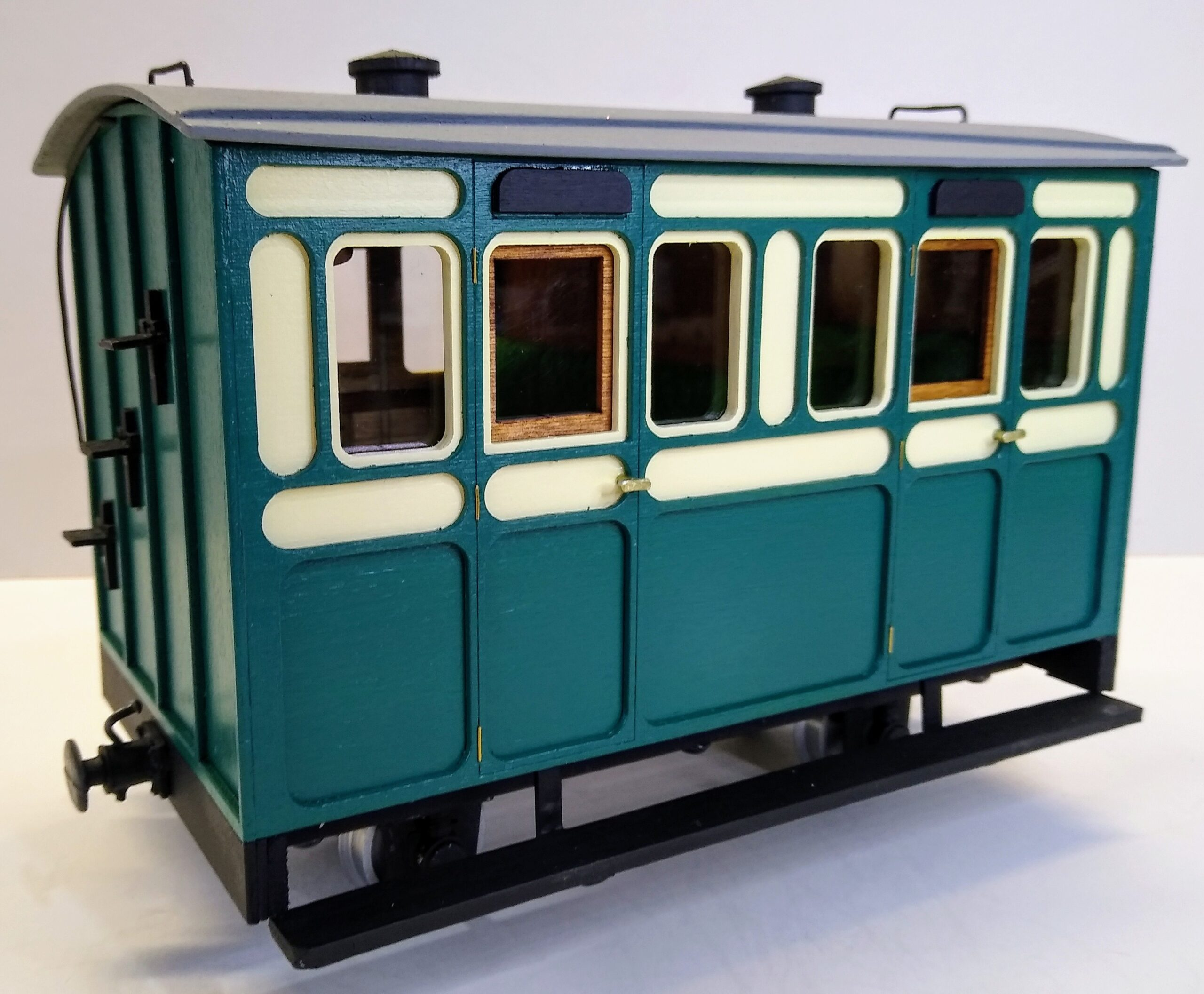 Rolling Stock Classic Freelance Green and Cream 2 compartment