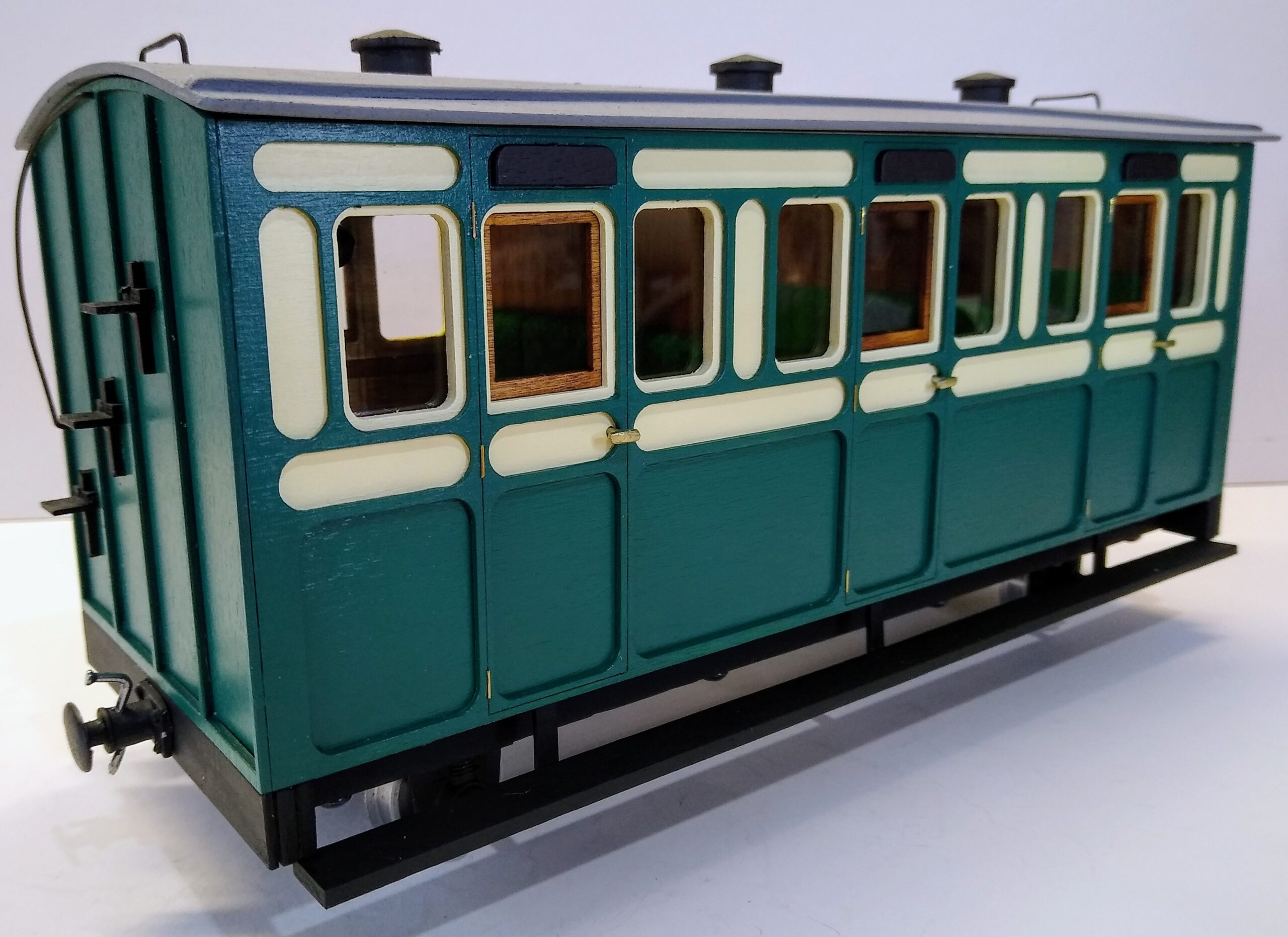 Rolling Stock Classic Freelance Green and Cream 3 compartment