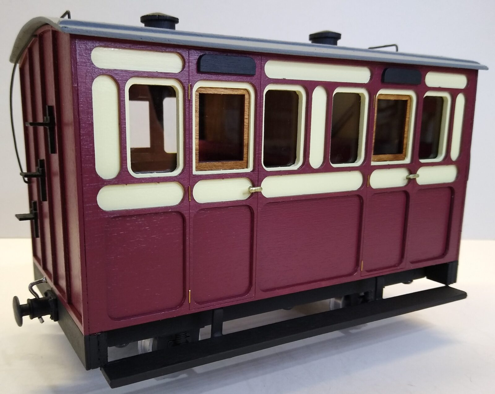Rolling Stock Classic Freelance Blood and Custard 2 compartment